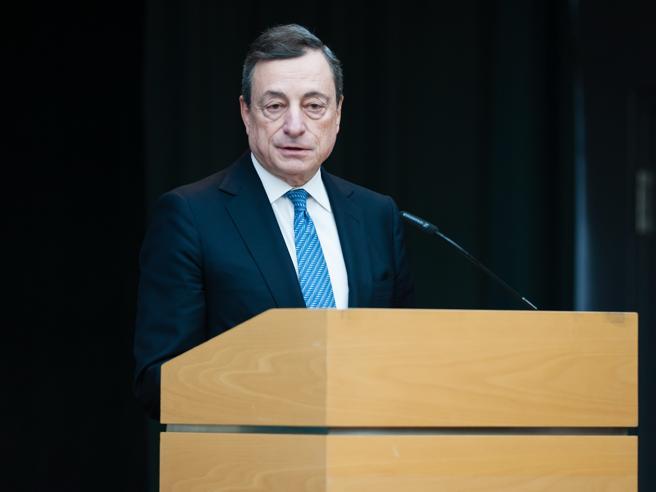 Bce, Draghi: «Ripresa  stenta, tassi fermi» Allarme sul deb