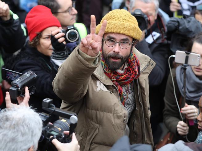 Francia, annullata la condanna all'agricoltore che aiutava i migranti