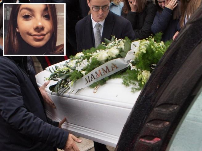 Ancona, la tragedia in discoteca: i funerali di Emma Fabini