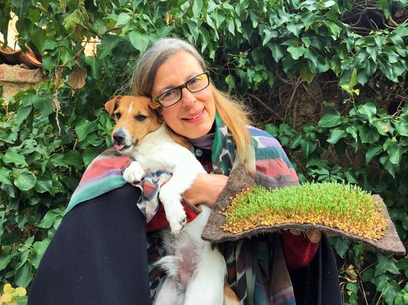 Daniela Ducato, 58 anni, con il suo cane Pegaso
