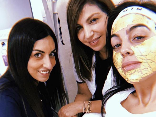 Georgina Rodriguez con la maschera oro: il segreto di bellezza di Lady Cr7