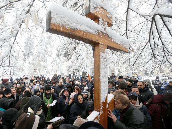 Ucraina, viaggio nelle parrocchie lungo la linea del fronte Video