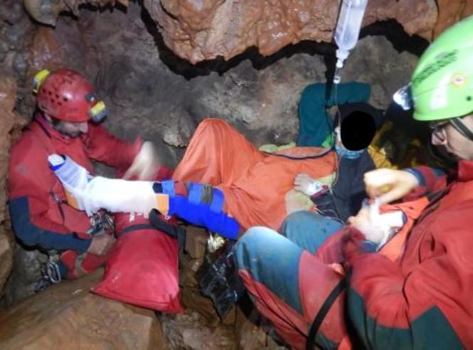 Palermo, salvata la speleologa  bloccata in una grotta a 100