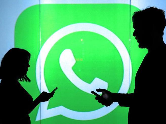 WhatsApp, nei gruppi circolano foto e video pedopornografici