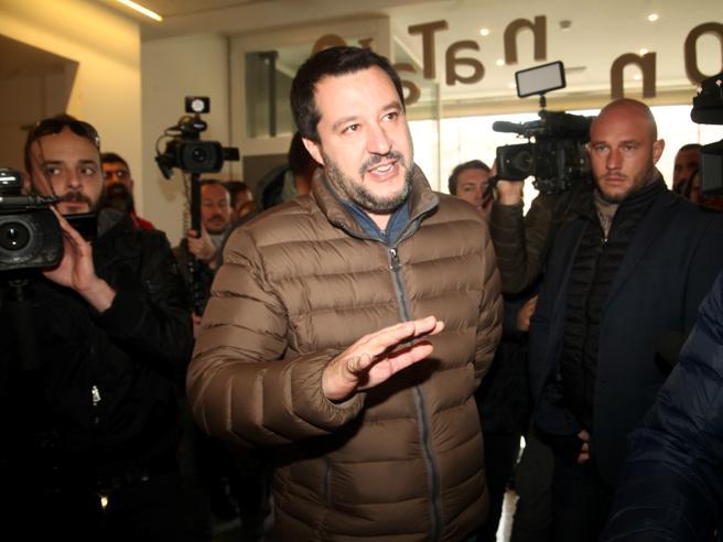 Matteo Salvini e il reddito di cittadinanza: «I furbi non vedranno un euro» Video