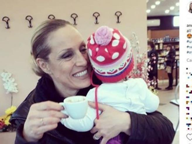 Annalisa Minetti, insulti sui social  «Sei cieca,  non dovevi fare figli»
