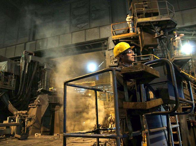 Crolla la produzione industriale:-2,6%Rischio recessione per l'Europa