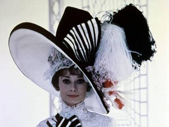 Cappelli bizzarri: nella storia, nella moda, nel cinema. Dalle  piume diAudrey Hepburn allo Snoopy di Twiggy