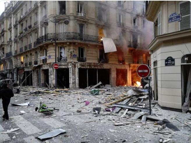 Risultati immagini per Parigi, una fuga di gas causa