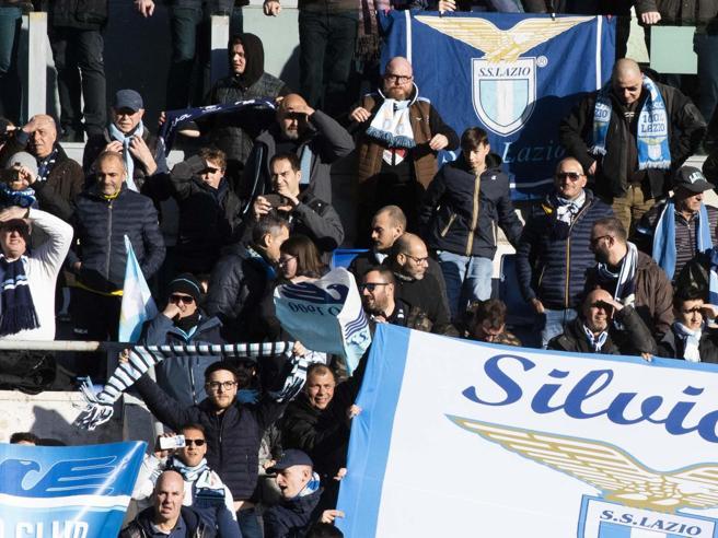 Cori razzisti e antisemiti dalla curva della Lazio alla prima di Coppa Italia contro il