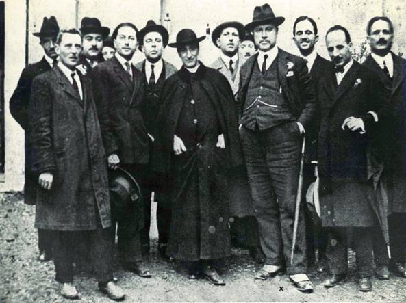 Don Luigi Sturzo (al centro con l'abito talare 1959) con alcuni militanti del Ppi