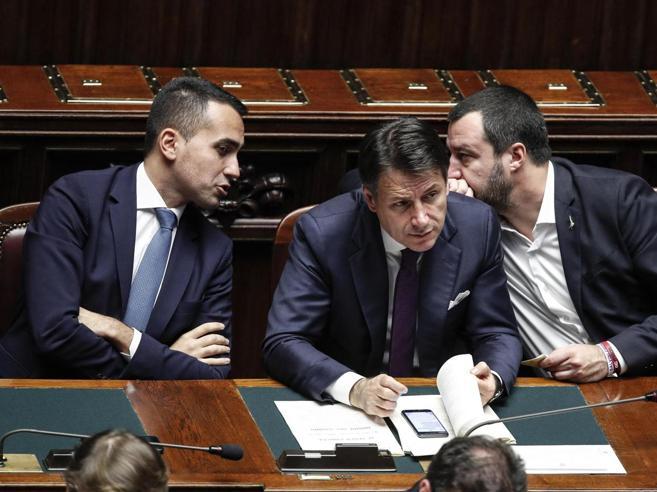 Lega-5 Stelle, ultimo scontro sui tempi di reddito e pensioniE al vertice «last minute» dei 5 Stelle spunta Di Battista