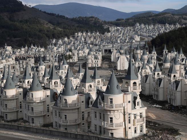 Turchia, la città con oltre 700 castelli disabitati