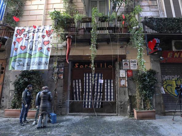 f72f0e804b2ff L ingresso danneggiato della pizzeria di Gino Sorbillo (Alessandro  Pone LaPresse)