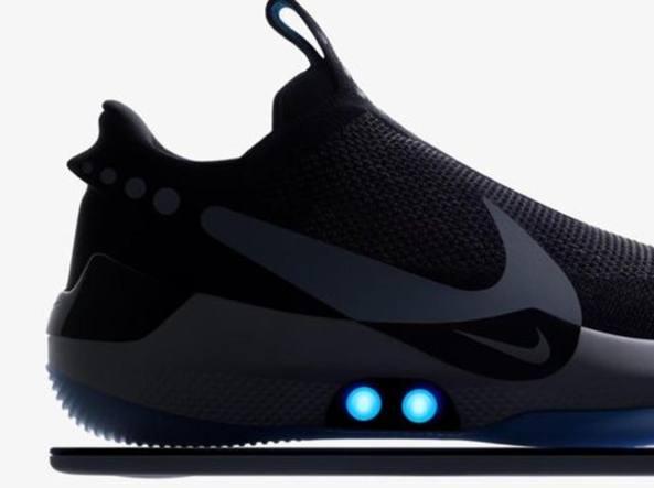 non usato Perseguitare confusione  Nike lancia le scarpe che si allacciano da sole (via app) - Corriere.it