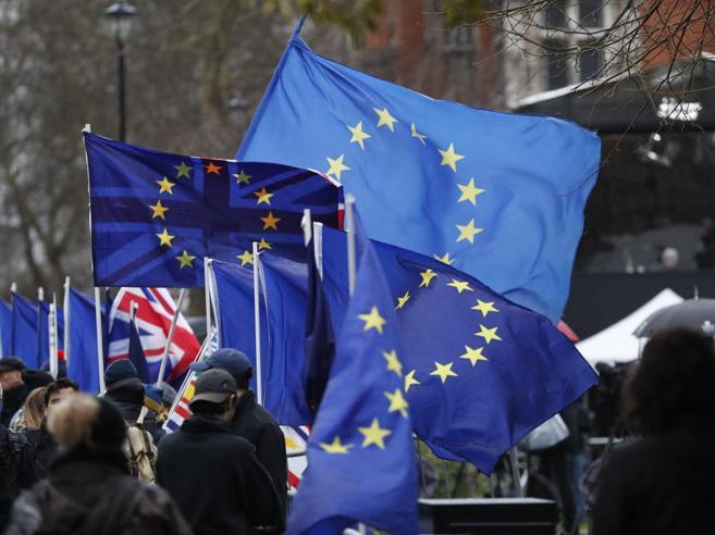 Brexit: dal pollo clorinato alle carte d'identità, Roma studia come affrontare il «no deal»