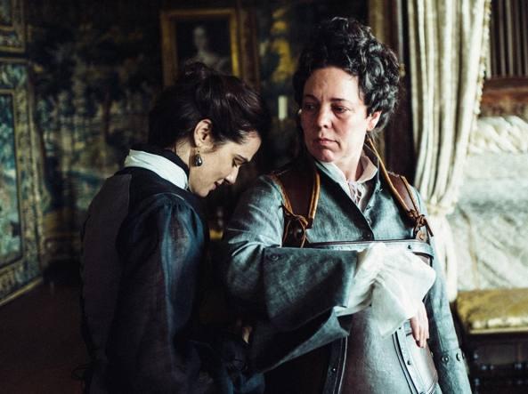 a0cf6dd0f0808 Le due amanti della regina Anna in un Palazzo di eccessi e follie ...