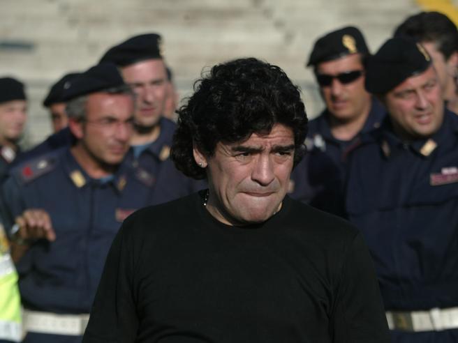 Da Cr7 a Messi, da Neymar a Maradona: il punto debole dei campioni del calcio è il Fisco
