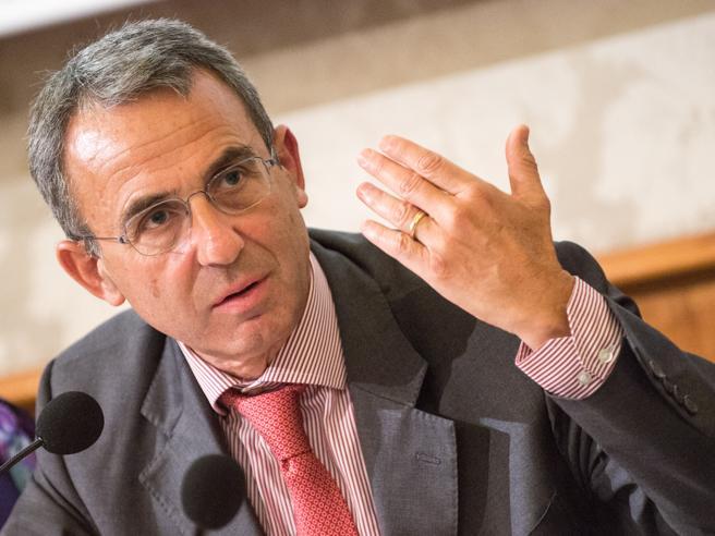 Il ministro Costa: «No alle trivelle, pronto a lasciare». Ira della Lega