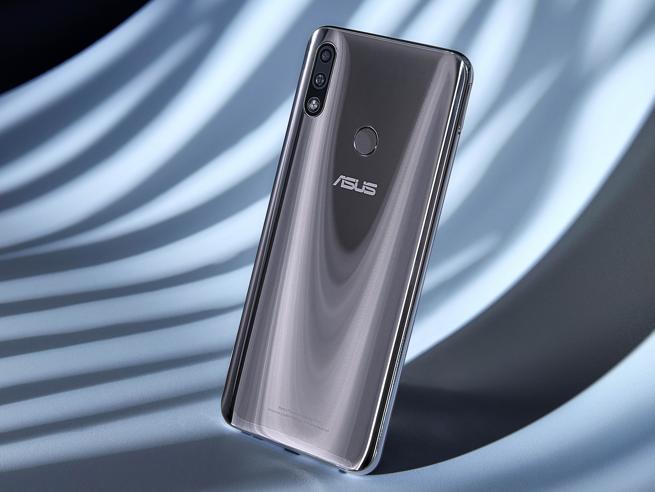 ZenFone Max Pro arriva in Italia: super batteria per 48 ore di utilizzo