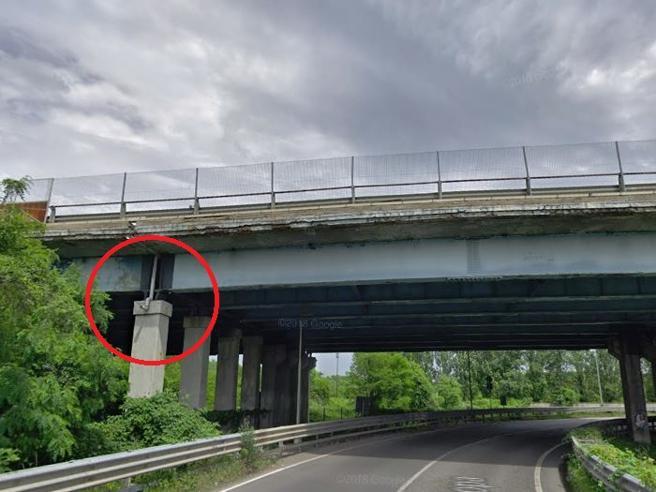 Milano,  un ponte della tangenziale Ovest a rischio da 4 anni: 'Poteva crollare' foto