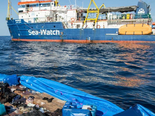 Risultati immagini per immagine migranti nave sea watch