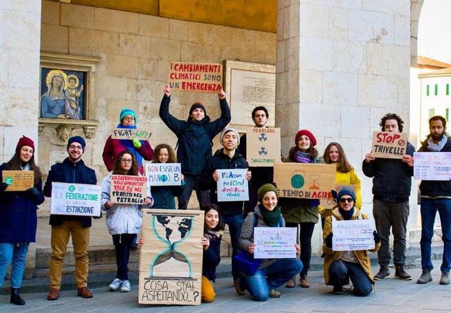 «Noi, i ragazzi in piazza per il clima» Ogni venerdì anche in Italia il movimento dei #FridaysForFuture
