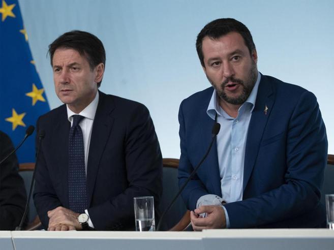 «Così non reggiamo»Il ministro dell'Internotelefona al premier