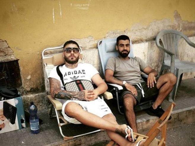 Urla e risate dopo gli spari a Manuel, vittima di una vendetta tra spacciatoriLa visita di Rosolino: le foto