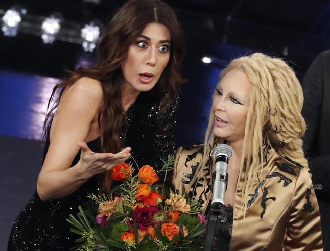 Sanremo 2019: le pagelle dei look. Cristina D'Avena-Mary Poppins (5). Ligabue-50 sfumature di grigio (6), Anna Foglietta (8)