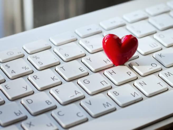 Dopo la rabbia del #MeToo, l'amore sul posto di lavoro non è più un segreto da nascondere
