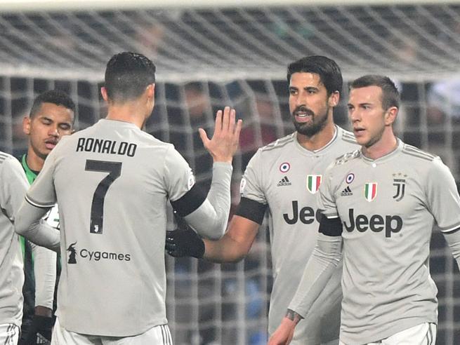 Juve spietata: 3-0 al Sassuoloe +11   sul Napoli. E Cr7 esulta come Dybala: foto|Classifica Milan-Cagliari:  le formazioni