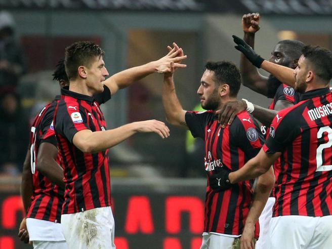 Il Milan cancella il Cagliari 3-0 con  Paquetá e Piatek Il Diavolo torna quarto FotoCr7 esulta come Dybala: foto