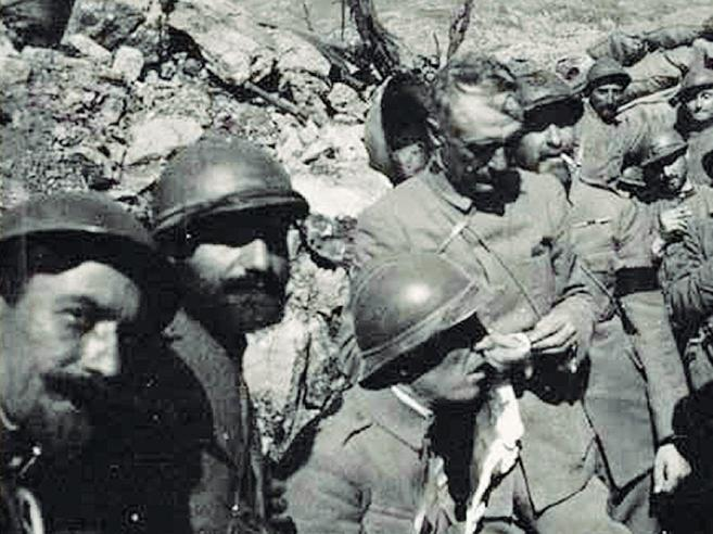 «Sto in via   Reggimento Arezzo,  4 sfigati morti in guerra». Subito multata