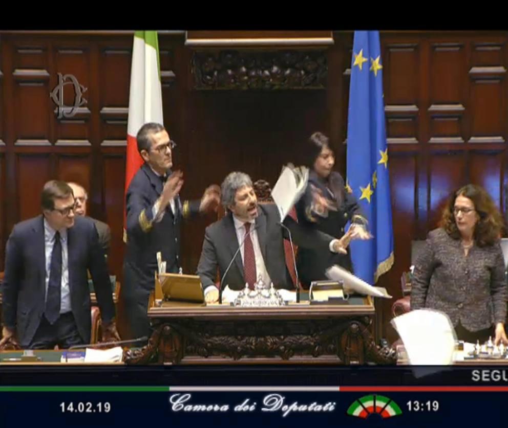 Camera i deputati pd protestano contro fico e lasciano l 39 aula for Deputati del pd