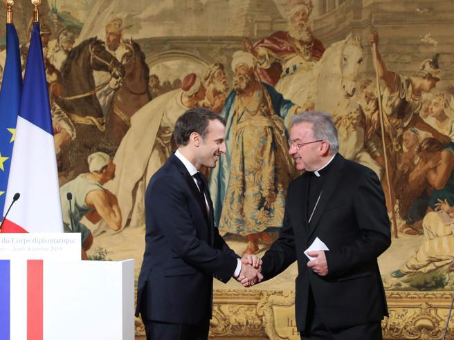 Il nunzio apostolico in Francia accusato di molestie sessuali«Importunato funzionario»