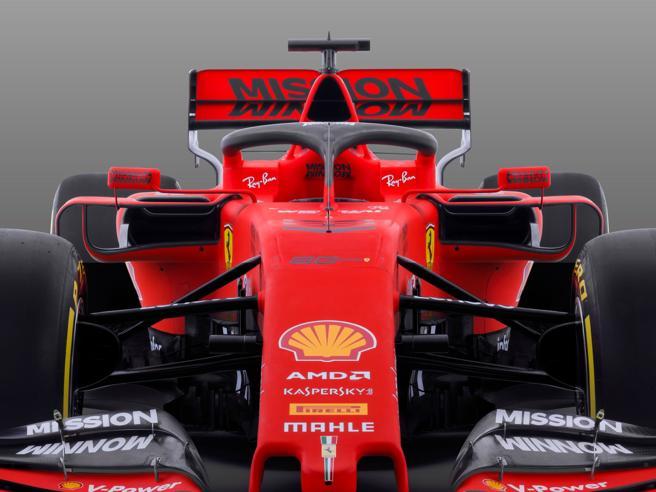 Ferrari SF90: dal telaio al motore, tutto quello che c'è da sapere