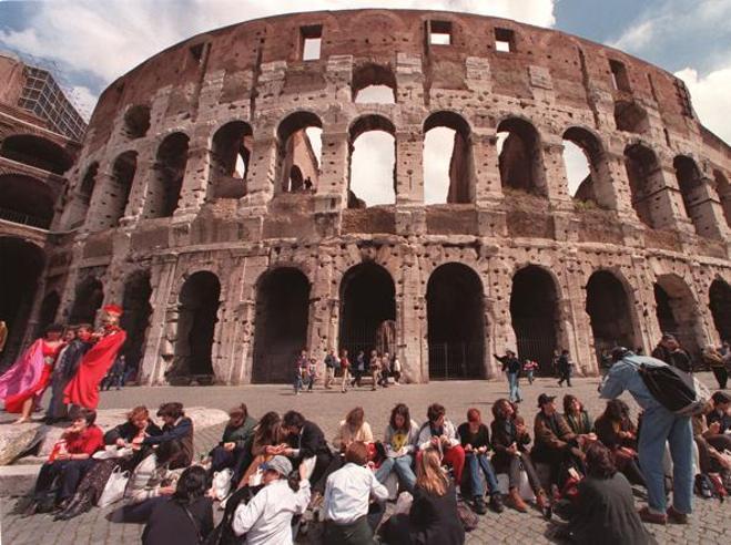 Turismo, più stranieri che italiani. Metà spesa concentrata in sole 5 regioni (e il Sud non c'è)