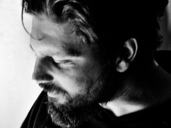 L'annuncio della Farnesina: «Il fotoreporter  Micalizzi tornerà oggi in Italia»