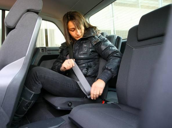 comprare reale codici promozionali nuova alta qualità Chi guida deve chiedere ai passeggeri di allacciare le ...