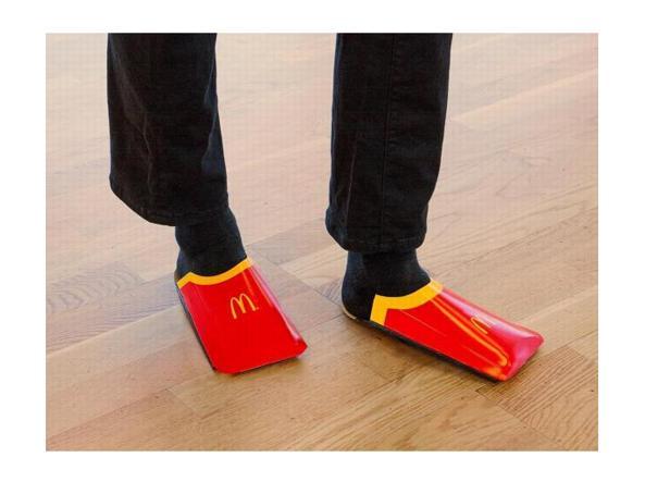 3d279c2caa McDonald's ironizza sulle pantofole di Balenciaga e lancia la sua ...