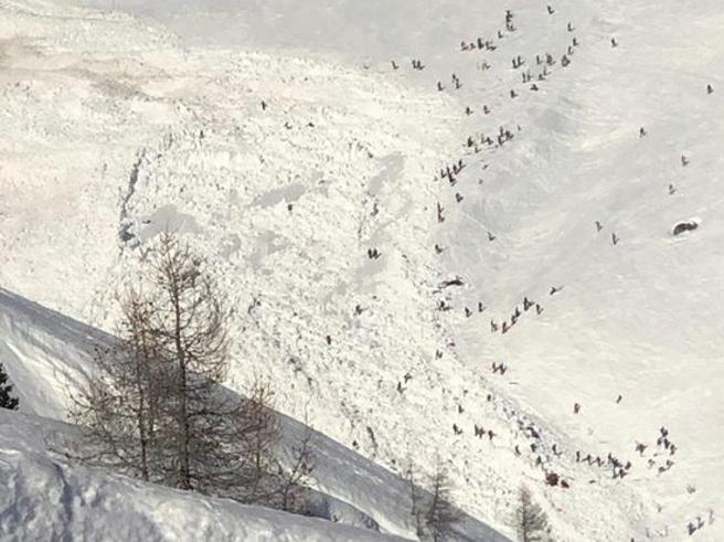 Valanga a Crans Montana: c'è un mortoLa neve si abbatte sul