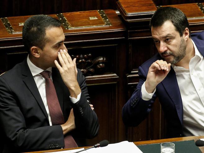 No al processo a Salvini, 5 Stelle divisi. Fraccaro: «I senatori seguano la base. Espellere chi non si allinea? Si valuterà»