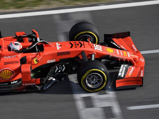 Ferrari, test di Barcellona positivi: la SF90 regge bene allo stress-maratona