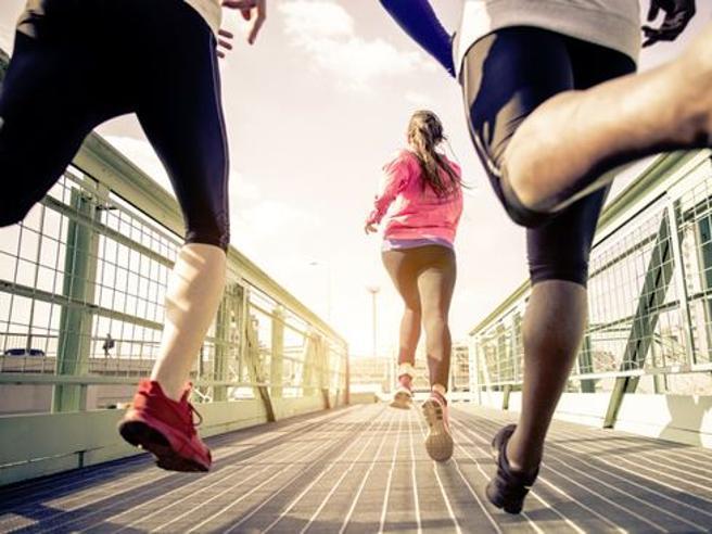 Allenamenti con corsa calciata, skip e squat: la forza che viene dagli esercizi
