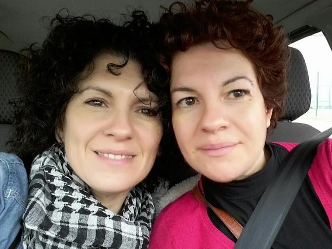 Il paradosso delle maestre gemelle: una è di ruolo, l'altra ancora supplente