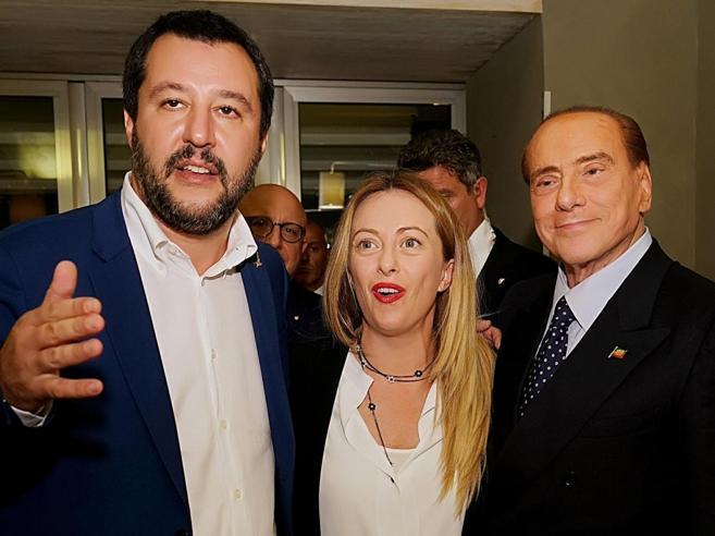 Berlusconi, Salvini e Meloni (contro il M5S) in Sardegna Di Maio «diserta»