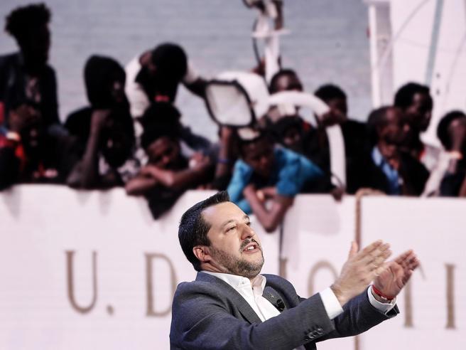 Nave Diciotti, 41 migranti chiedono risarcimenti a Salvini e Conte