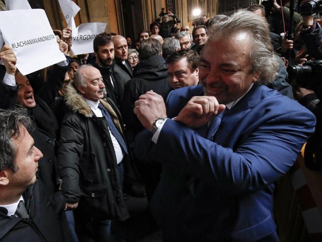 Giarrusso, il senatore che cita la forca: «Non chiedo scusa» Video