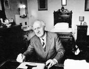 Mario Tobino (1910 –1991) nella sua stanza nel Manicomio di Maggiano